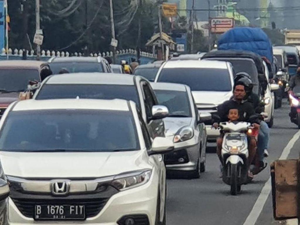 Lalin dari Puncak Bogor ke Jakarta Padat Merayap Jelang Petang