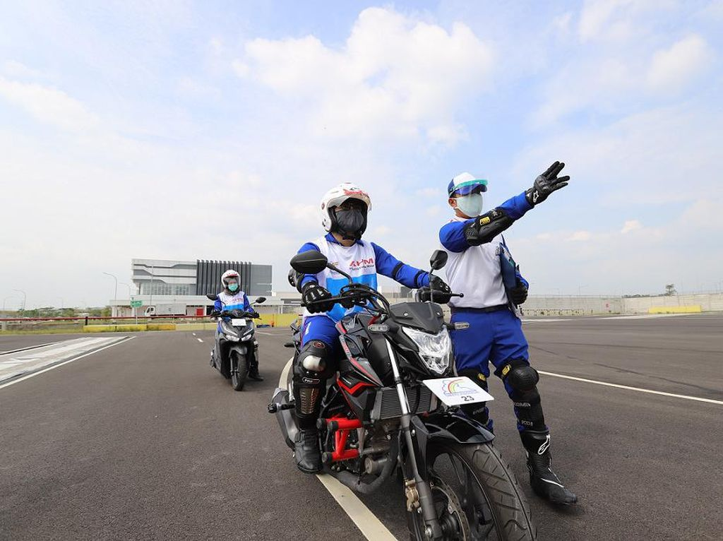 Sekali Berkendara di Jalan Raya, Bikers Dihadapkan pada 120 Potensi Bahaya