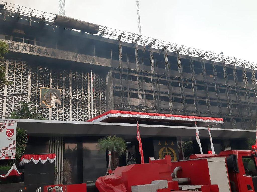 Kebakaran di Gedung Kejagung Akhirnya Padam Setelah 11 Jam