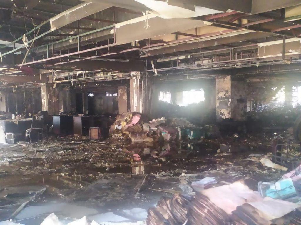 Kebakaran Gedung Kejagung Sisakan Puing dan Jelaga, Ini Penampakannya