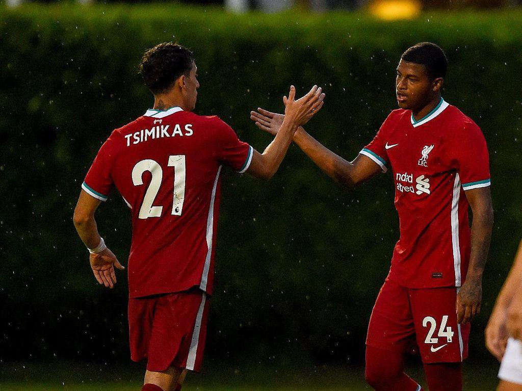 Debut di Liverpool, Tsimikas Disambut Milner dengan Omelan