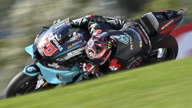 Petronas Yamaha SRT's French rider Fabio Quartararo rides during the qualification session ahead of the MotoGP Styrian Grand Prix on August 22, 2020 at Red Bull Ring circuit in Spielberg bei Knittelfeld, Austria. (Photo by JOE KLAMAR / AFP)