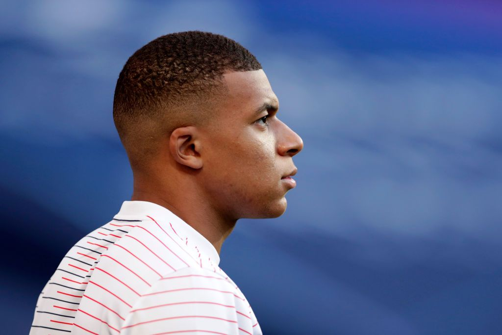 LISBON, PORTUGAL - AUGUST 18: Kylian Mbappe of Paris Saint-Germain looks on prior to the UEFA Champions League Semi Final match between RB Leipzig and Paris Saint-Germain F.C at Estadio do Sport Lisboa e Benfica on August 18, 2020 in Lisbon, Portugal. (Photo by Manu Fernandez/Pool via Getty Images)
