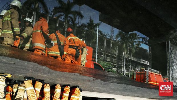 Kebakaran gedung Kejagung berhasil dipadamkan setelah petugas damkar bejibaku menjinakkan api selama 11 jam, gedung kejagung seperti bangunan tua.(22/8/2020).Jakarta,  Minggu (23/8/2020). CNN Indonesia/Andry Novelino
