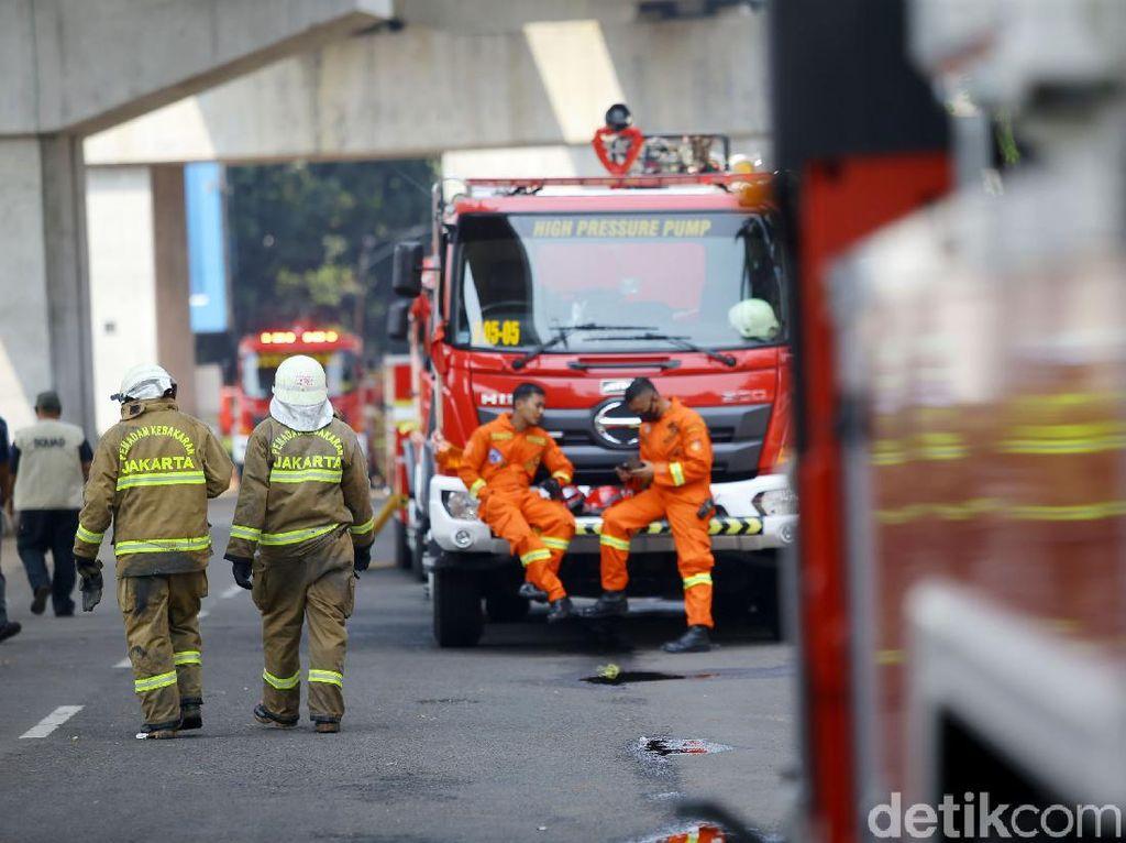 Cerita Pemadam Kebakaran di Kejagung: Lawan Rasa Lelah hingga Dehidrasi