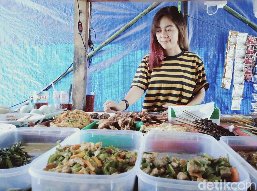 Kenalan dengan Mbak Selvy, Penjual Angkringan Cantik di Klaten