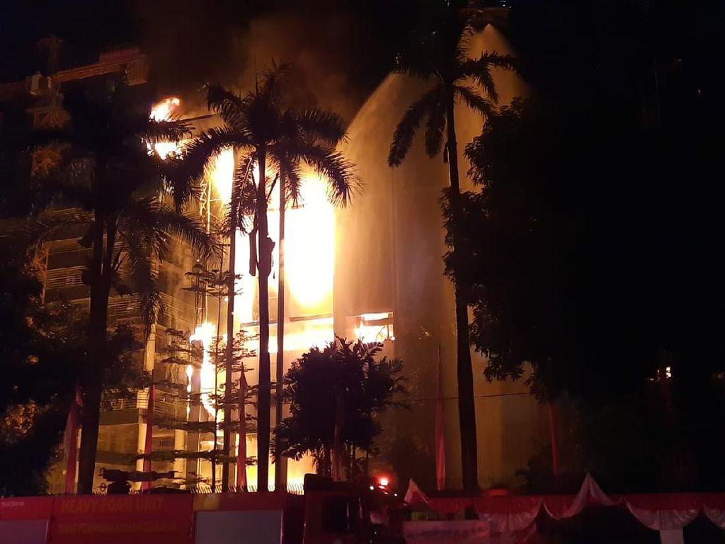 Kebakaran di Gedung Kejagung Belum Padam, Anies: Masih Ada Api-api Kecil