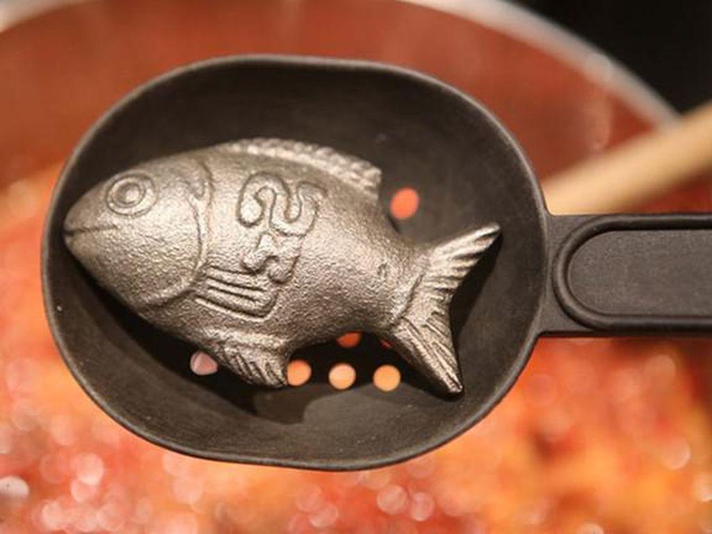 Unik! Ada Besi Bentuk Ikan yang Bisa Penuhi Kebutuhan Zat Besi Tubuh