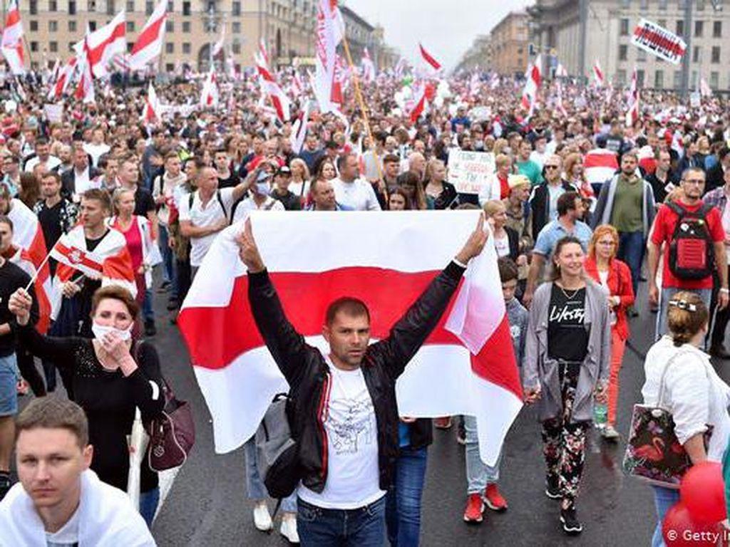 Tuntut Pengunduran Diri Presiden Belarusia, 100 Ribu Demonstran Padati Minsk