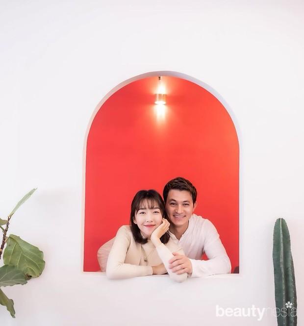 Walau berbeda kewarganegaraan, keduanya berjodoh di Negeri Ginseng. Keduanya juga kerap bertemu serta menghabiskan waktu bersama.