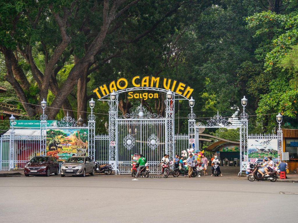 Kebun Binatang Vietnam Krisis, Pegawai Kerja Serabutan