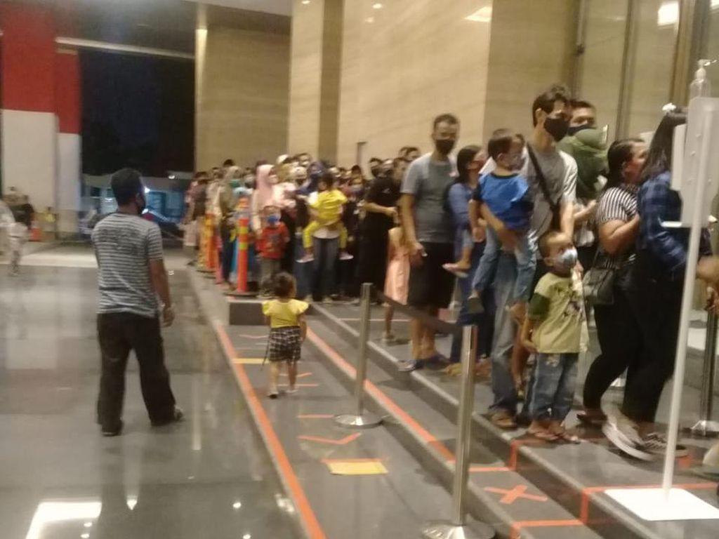 Saat Pengunjung Mal Tentrem Semarang Membeludak Tak Berjarak