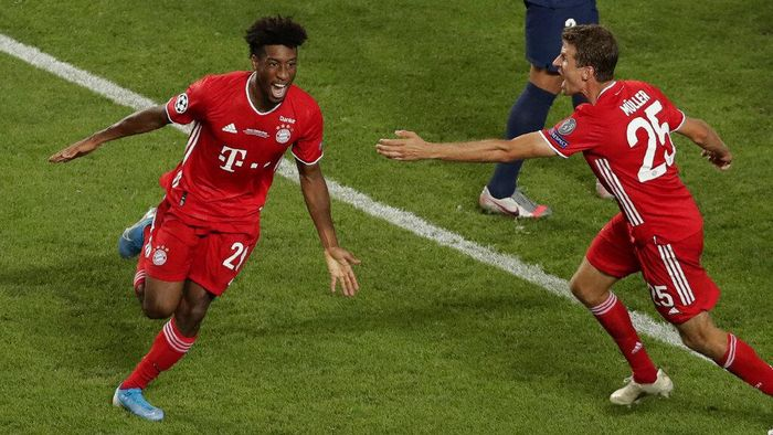 Bayerns Kingsley Coman, left, celebrates with team mate Thomas Mueller after scoring his sides opening goal during the Champions League final soccer match between Paris Saint-Germain and Bayern Munich at the Luz stadium in Lisbon, Portugal, Sunday, Aug. 23, 2020. (AP Photo/Manu Fernandez, Pool)