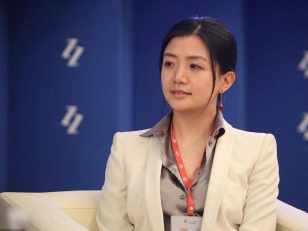 Wanita Cantik Ini Tangan Kanan Jack Ma, Single dan Super Kaya