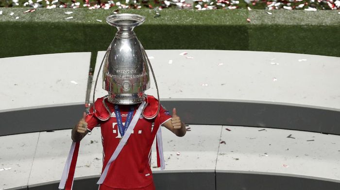 Bayerns Lucas Hernandez celebrates with the trophy after the Champions League final soccer match between Paris Saint-Germain and Bayern Munich at the Luz stadium in Lisbon, Portugal, Sunday, Aug. 23, 2020. (AP Photo/Manu Fernandez, Pool)