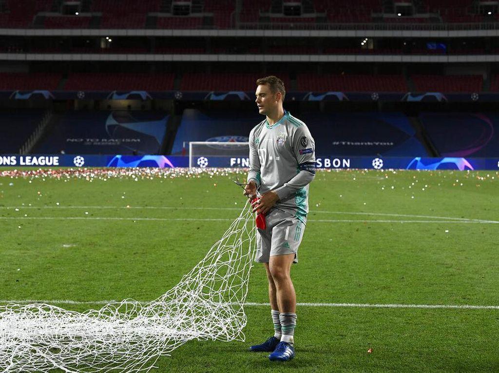 Manuel Neuer Kok Rayakan Juara Liga Champions di Marseille?