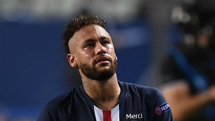 LISBON, PORTUGAL - AUGUST 23: Neymar of Paris Saint-Germain looks on dejected following the UEFA Champions League Final match between Paris Saint-Germain and Bayern Munich at Estadio do Sport Lisboa e Benfica on August 23, 2020 in Lisbon, Portugal. (Photo by David Ramos/Getty Images)
