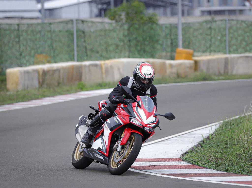 Merasakan Sensasi Ngoper Gigi Ala Pebalap di Honda CBR250RR SP Quick Shifter