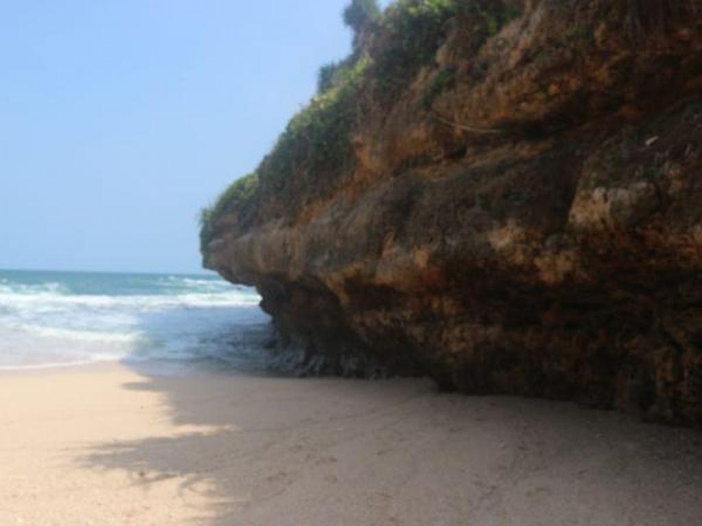 Pantai Srakung Gunungkidul Pas buat yang Tak Suka Keramaian