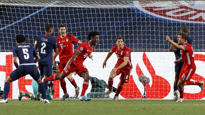 Bayerns Kingsley Coman, centre, celebrates scoring his sides first goal during the Champions League final soccer match between Paris Saint-Germain and Bayern Munich at the Luz stadium in Lisbon, Portugal, Sunday, Aug. 23, 2020.(Matthew Childs/Pool via AP)