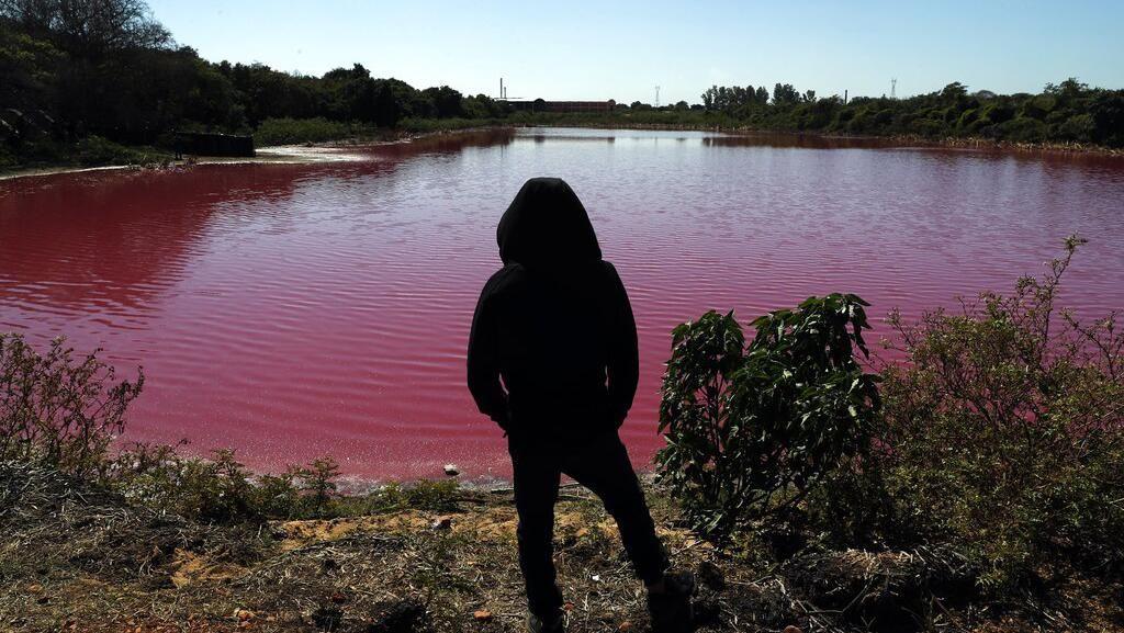 Penampakan Laguna di Paraguay yang Berubah Warna Karena Limbah