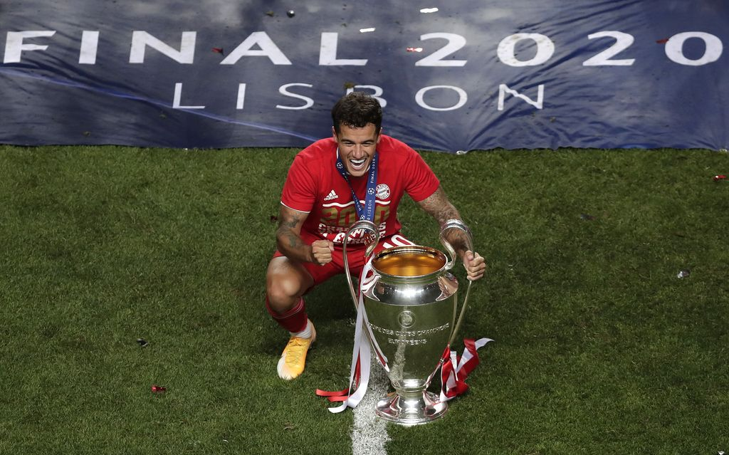 LISBON, PORTUGAL - AUGUST 23: Philippe Coutinho of FC Bayern Munich poses for a photo with the UEFA Champions League Trophy following his team's victory in the UEFA Champions League Final match between Paris Saint-Germain and Bayern Munich at Estadio do Sport Lisboa e Benfica on August 23, 2020 in Lisbon, Portugal. (Photo by Manu Fernandez/Pool via Getty Images)