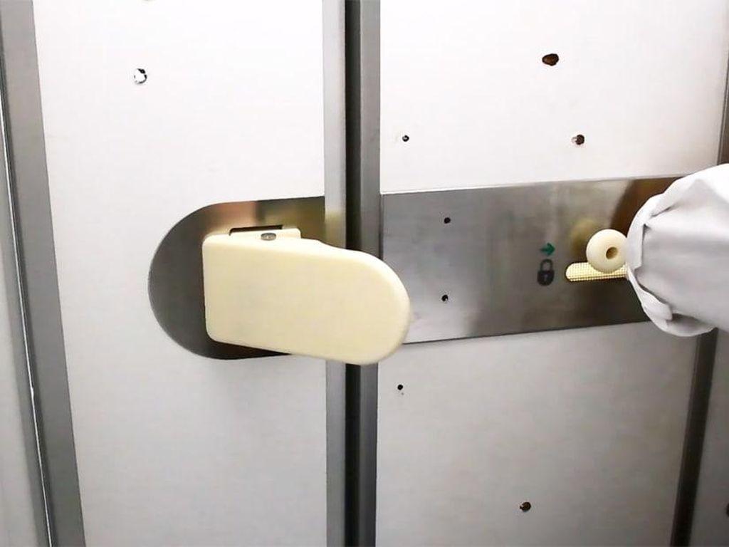 Inovasi Baru Maskapai Jepang: Pintu Toilet Hands-Free