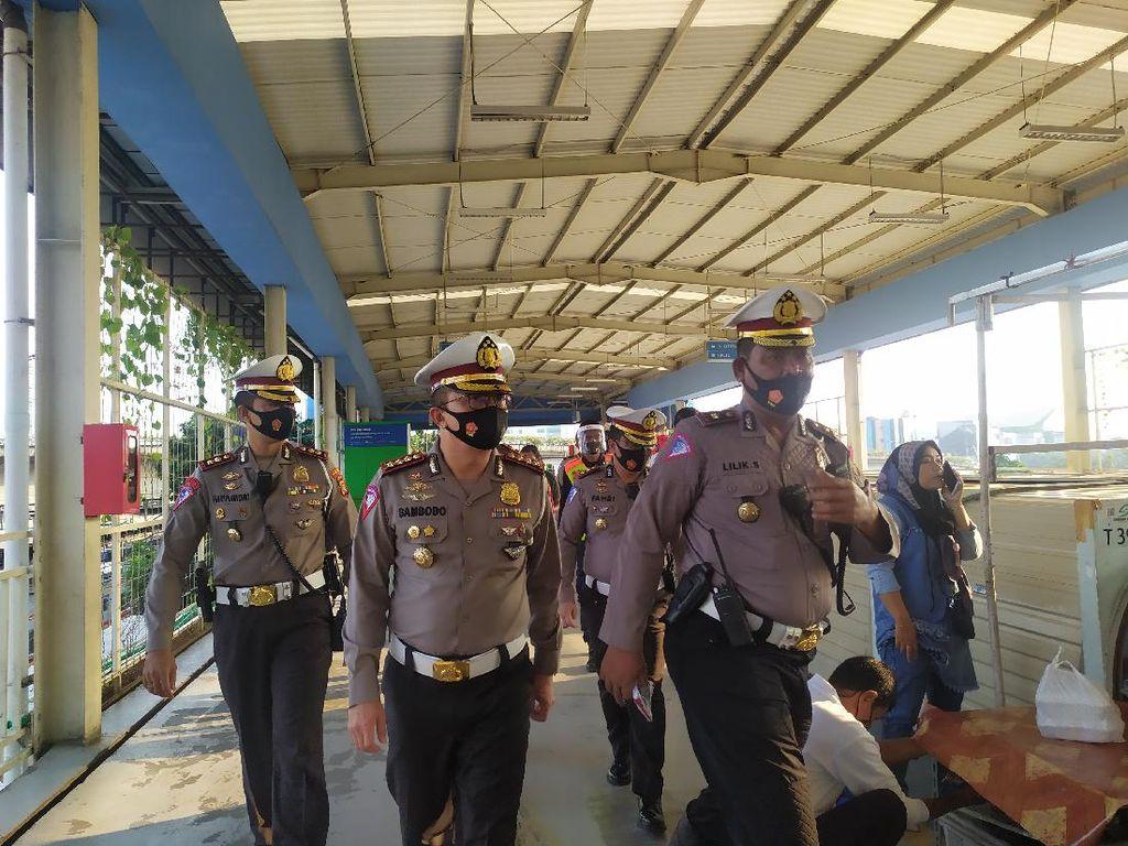 Polisi Imbau Gerbong KRL Ditambah, Cegah Antrean Penumpang Stasiun Tanah Abang