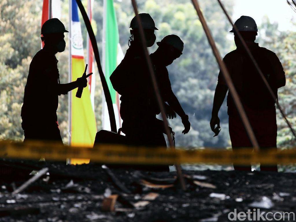 Tim Labfor Polri Ambil Sampel di 15 Titik Gedung Kejagung yang Terbakar