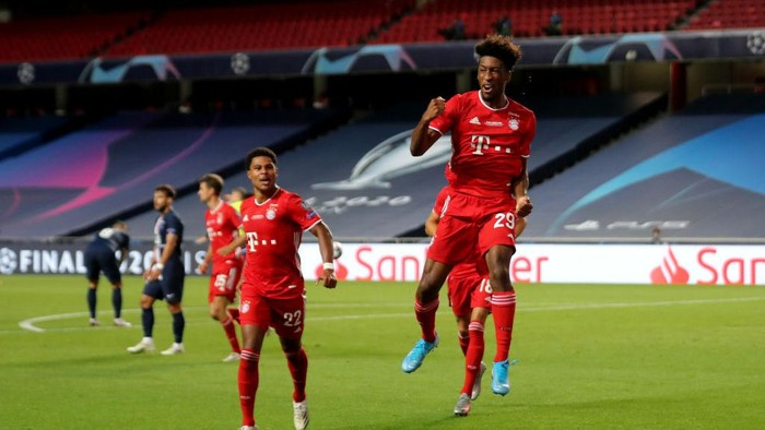LISBON, PORTUGAL - AUGUST 23: Kingsley Coman of FC Bayern Munich celebrates after scoring his teams first goal during the UEFA Champions League Final match between Paris Saint-Germain and Bayern Munich at Estadio do Sport Lisboa e Benfica on August 23, 2020 in Lisbon, Portugal. (Photo by Miguel A. Lopes/Pool via Getty Images)