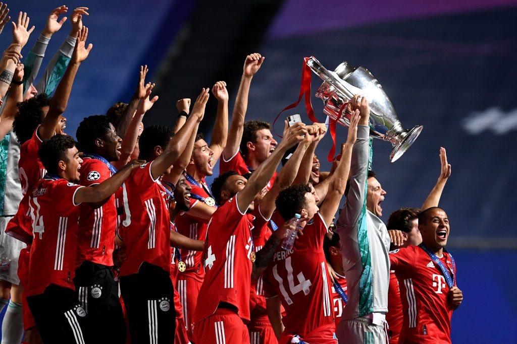 LISBON, PORTUGAL - AUGUST 23: Manuel Neuer, captain of FC Bayern Munich lifts the UEFA Champions League Trophy following his team's victory in the UEFA Champions League Final match between Paris Saint-Germain and Bayern Munich at Estadio do Sport Lisboa e Benfica on August 23, 2020 in Lisbon, Portugal. (Photo by David Ramos/Getty Images)