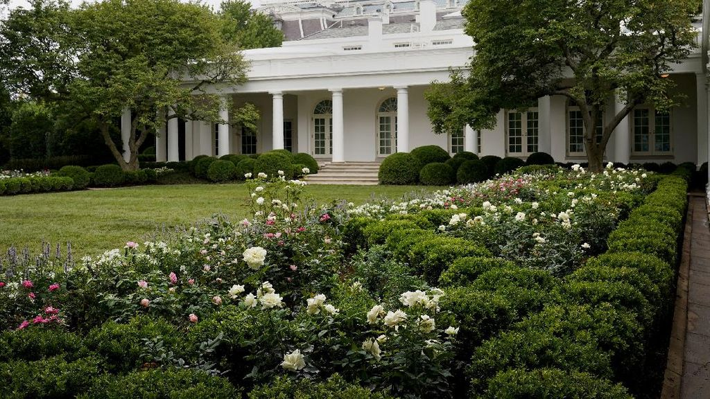 Foto Before-After Taman Gedung Putih Buatan Melania Trump, Netizen Nyinyir