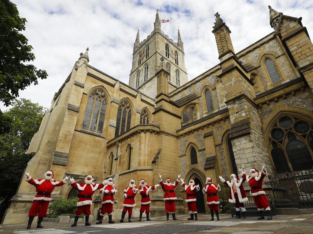 Foto Mengintip Sekolah Sinterklas di London