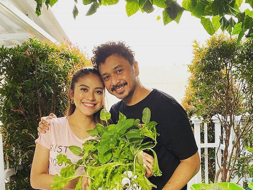 11 Tahun Menikah, Giring dan Istri Tetap Kompak Susah dan Senang