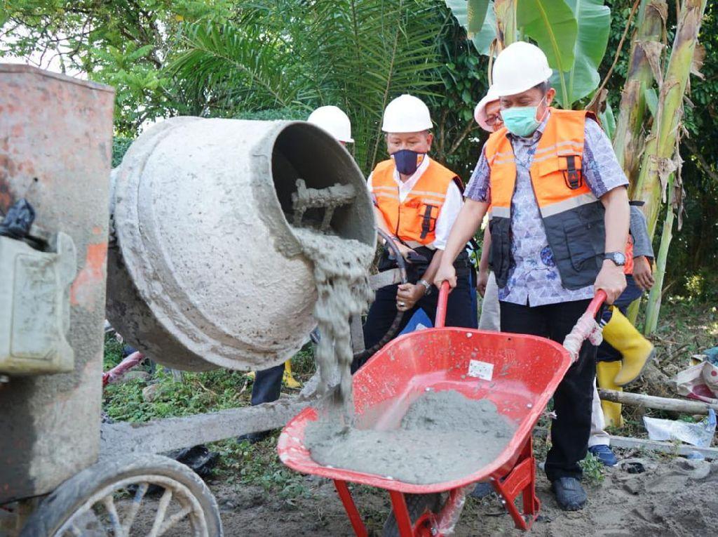 Gubernur Sumsel Mulai Bangun Jalan sampai Pemakaman Umum di OKU