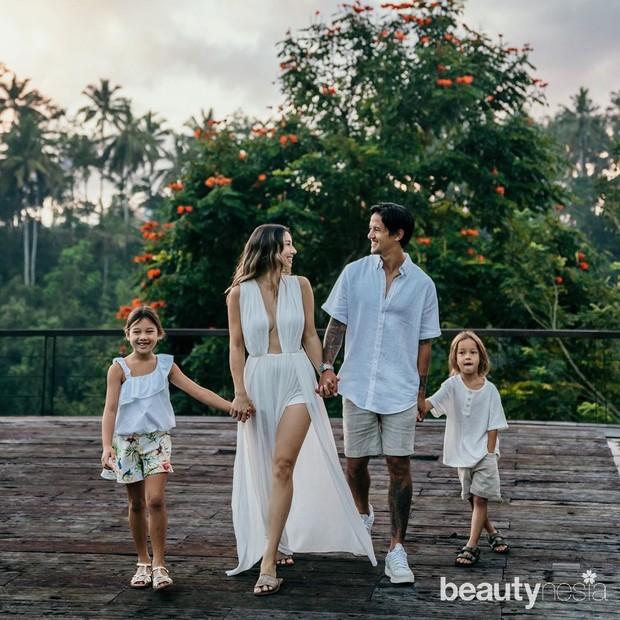 Artis cantik Jennifer Bachdim mengumumkan dirinya tengah hamil anak ketiga.