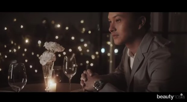 Nicholas memberikan kejutan makan malam romantis bersama sang pacar untuk merayakan anniversary.