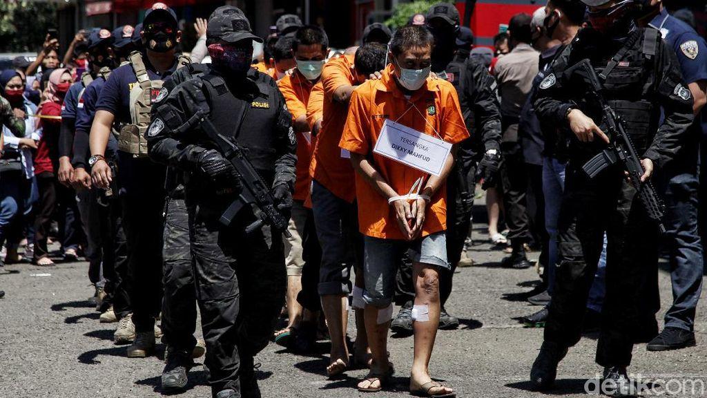 Polisi Bersenjata Kawal Rekonstruksi Penembakan di Kelapa Gading