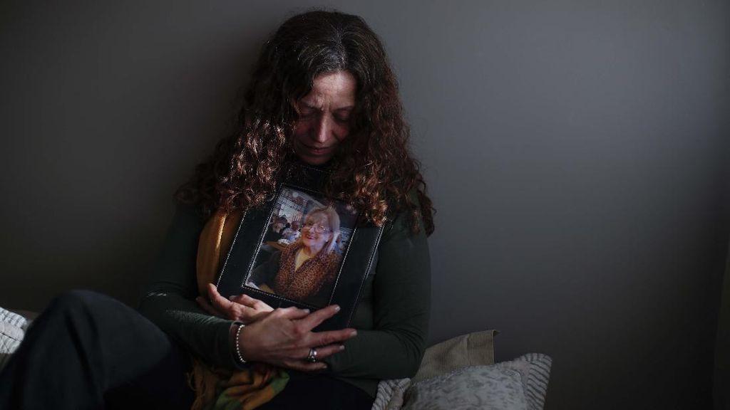 Potret Kesedihan Keluarga Korban COVID-19 di Argentina