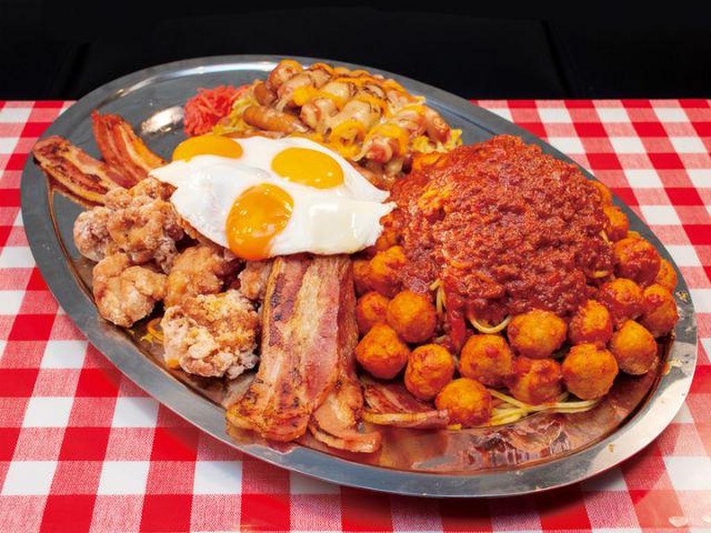 Mau Coba? Spaghetti 4,5 Kilogram dengan Topping Telur hingga Bacon