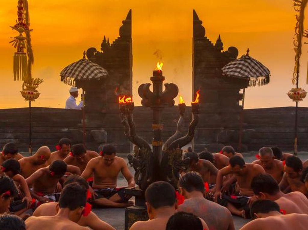 Gubernur Sebut Tiket ke Bali Terlalu Mahal, Dirut Garuda Angkat Bicara