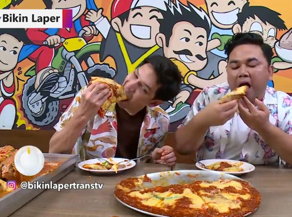 Bikin Laper! Bakso Kuburan dan Bakso Pizza yang Endol Surendol