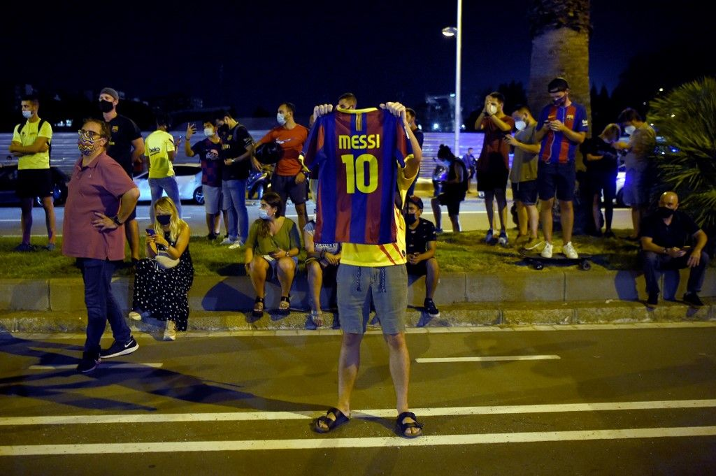 FC Barcelona supporters gather outside the club's headquarters in Barcelona, on August 25, 2020, following the announcement of Argentinian player Lionel Messi's desire to leave the team. - Lionel Messi has informed Barcelona he wants to