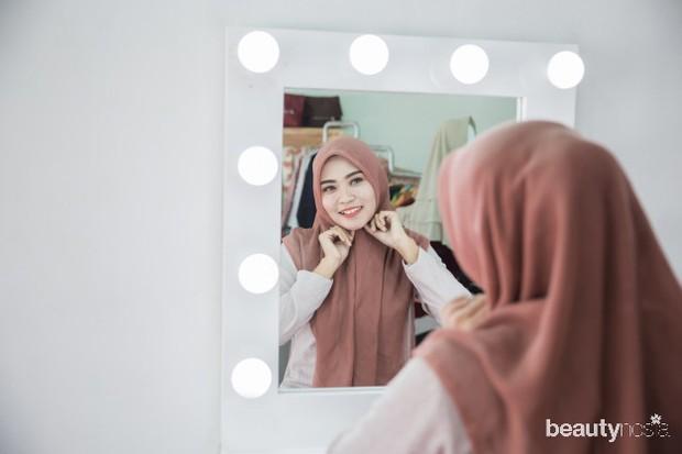 Sebaiknya hindari memakai peniti agar hijab tidak cepat rusak