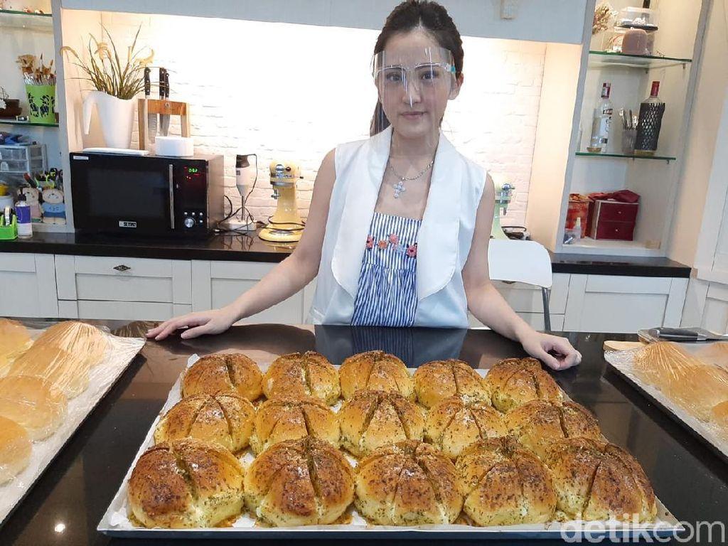 Baker Muda Ini Sukses Jual 400 Korean Garlic Cheese Bread Tiap Hari