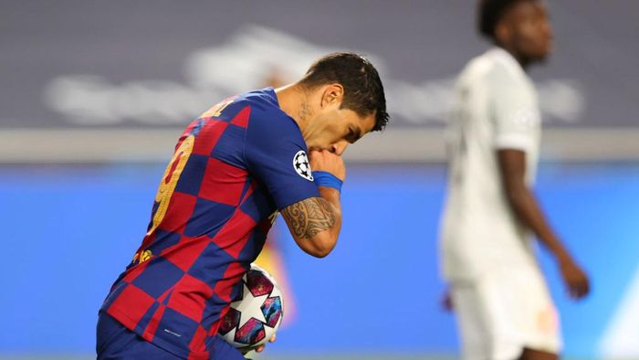 LISBON, PORTUGAL - AUGUST 14: Luis Suarez of FC Barcelona celebrates after scoring his teams second goal during the UEFA Champions League Quarter Final match between Barcelona and Bayern Munich at Estadio do Sport Lisboa e Benfica on August 14, 2020 in Lisbon, Portugal. (Photo by Rafael Marchante/Pool via Getty Images)