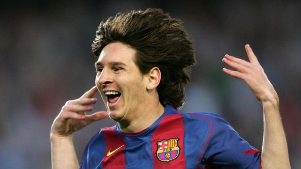 FC Barcelona's Argentinian Messi celebrates his goal against Albacete during their Spanish League football match at the Camp Nou stadium in Barcelona, 01 May 2005. FC Barcelona won 2-0. AFP PHOTO/LLUIS GENE. (Photo by LLUIS GENE / AFP)