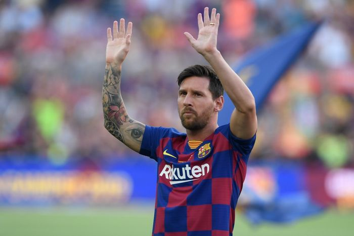 (FILES) In this file photo taken on August 4, 2019 Barcelonas Argentinian forward Lionel Messi waves before the 54th Joan Gamper Trophy friendly football match between Barcelona and Arsenal at the Camp Nou stadium in Barcelona. - Six-time Ballon dOr winner Lionel Messi told Barcelona he wants to leave -- on a free transfer -- in a