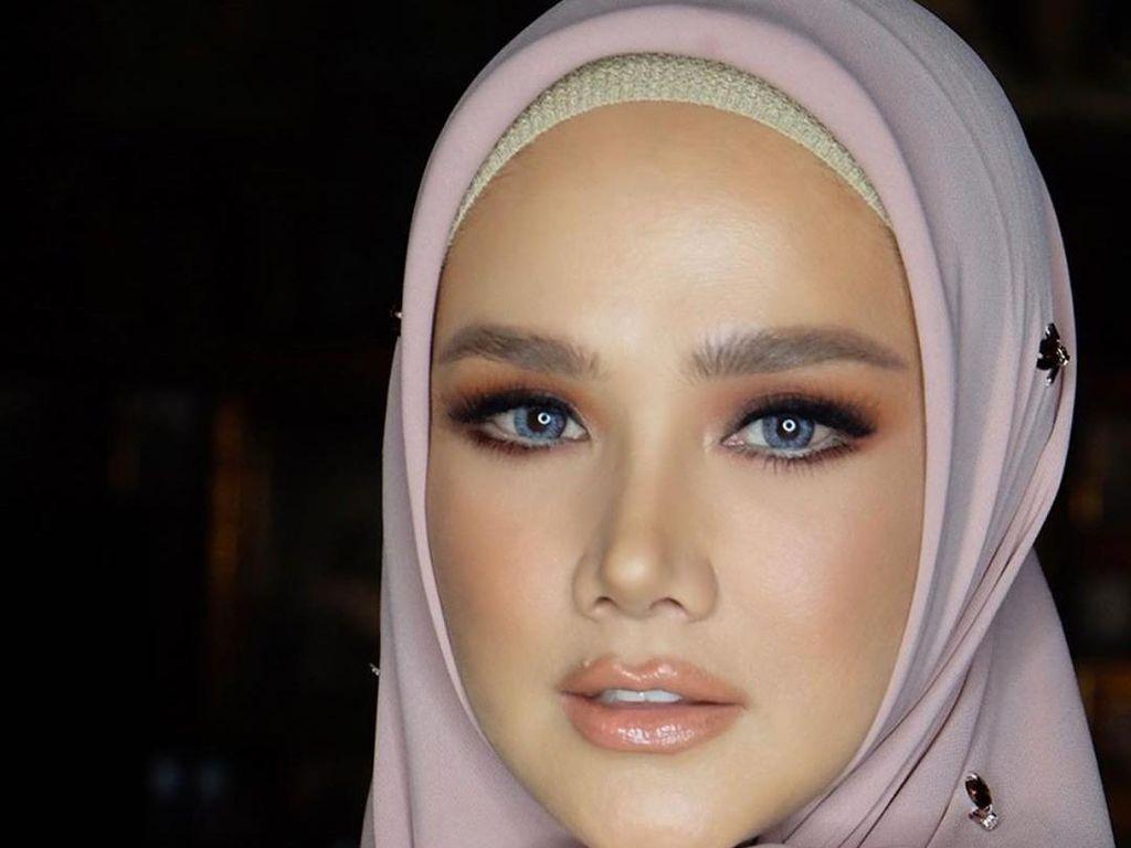 5 Foto Mulan Jameela yang Cantik Tapi Disebut Netizen Punya Aura Mistis