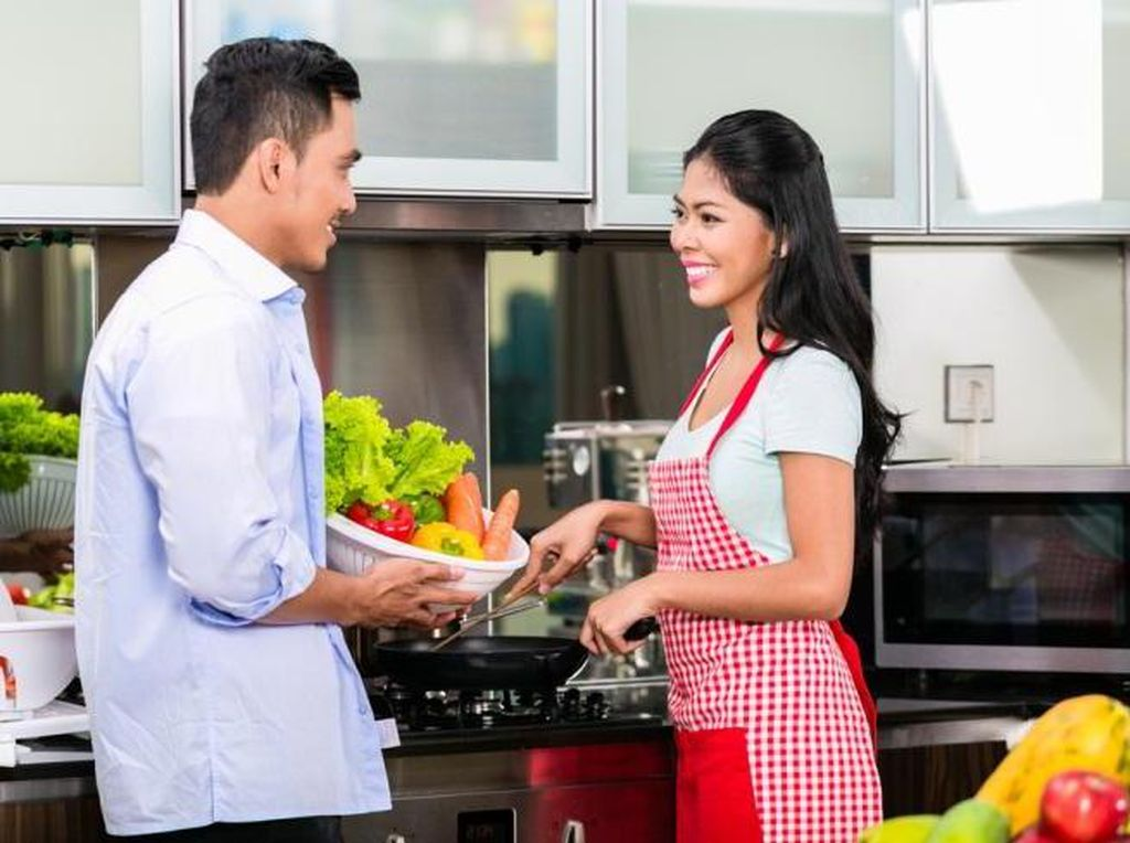 Dukung Istri sebagai Wanita Karier, Suami Bisa Lakukan Hal Ini